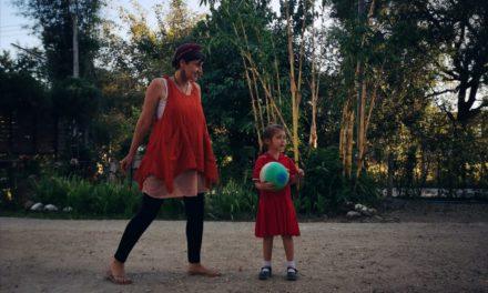Introvertierte Mama, extrovertiertes Kind: 11 wichtige Fakten