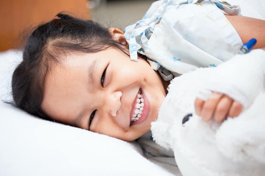 Krankenhausaufenthalt: So bereitet ihr euer Kind richtig und effizient vor – 5 Tipps