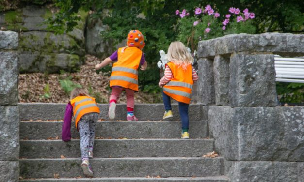 Sicher zum Kindergarten und zur Schule im Herbst