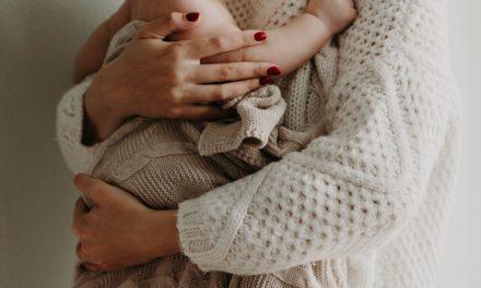 9 hilfreiche Fakten zur Hüftdysplasie: Orthopädische Auffälligkeiten beim Neugeborenen