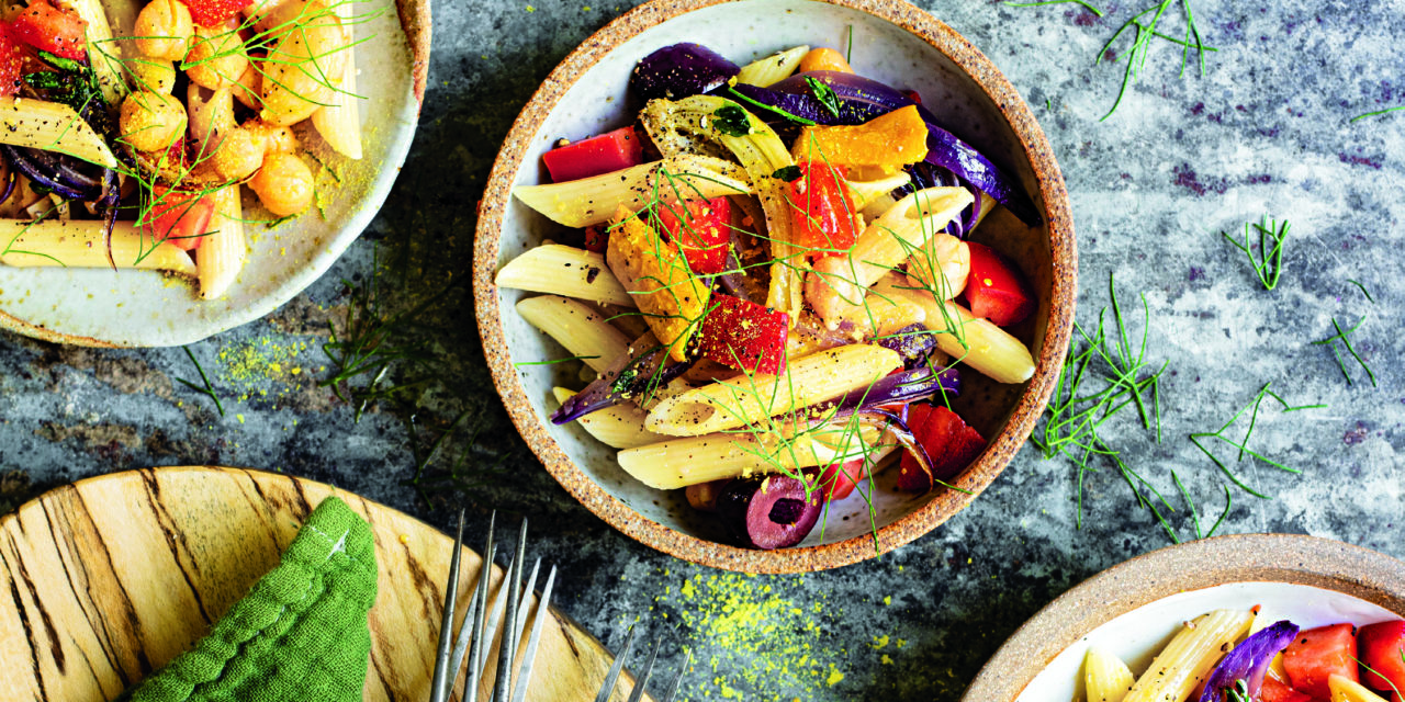 Eat Meat Less: Penne mit geröstetem Gemüse und Kichererbsen, gesund und einfach