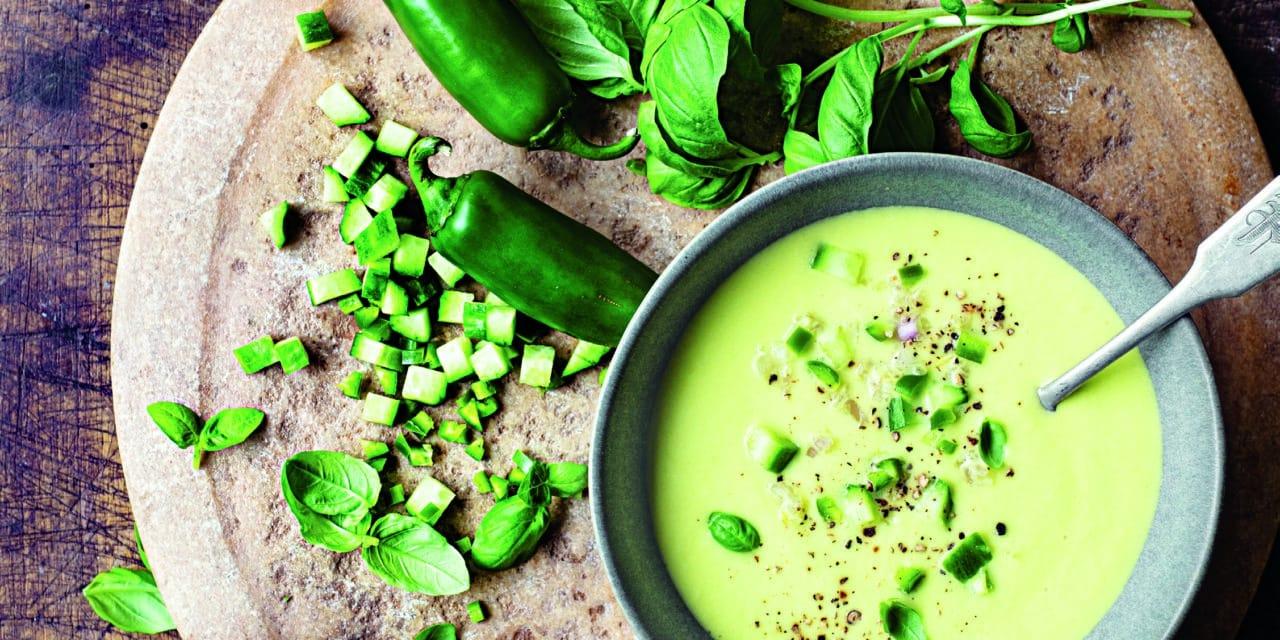 Kaltes, pikantes Gurken-Gazpacho in 4 Schritten aus Eat Meat Less von Jane Goodall