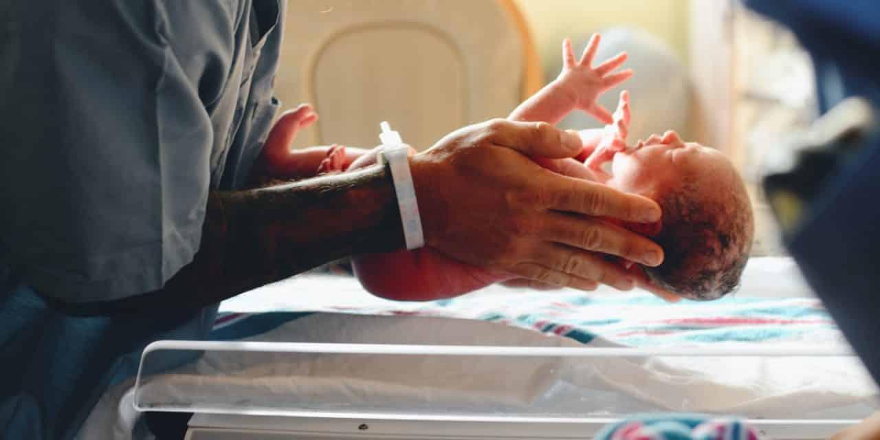 Geburtstrauma, Lähmung der Arme oder Schädigung des Nervengeflechts: 7 wichtige Fakten zur Plexusparese