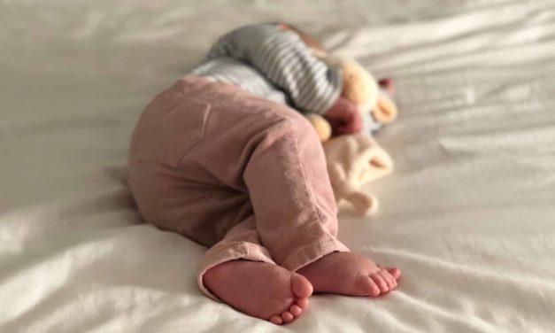 Babys Schlaf: 5 Wichtige Fakten