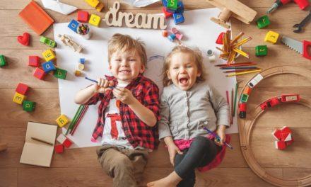 Glückliche Kinder spielen: 5 Fakten
